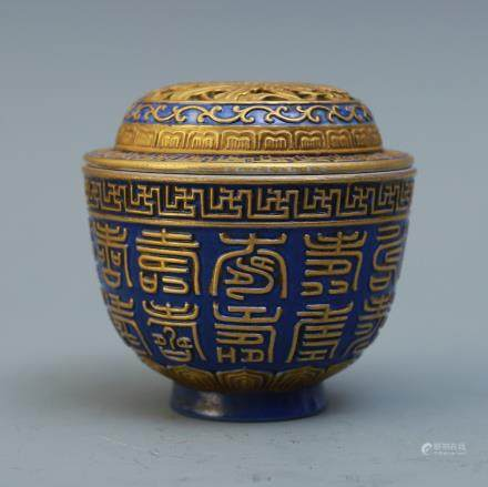A Chinese Porcelain Incense Burner with Cover