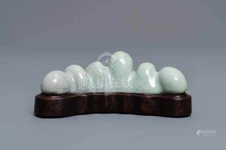 A Chinese ge-glazed brush rest, Qianlong mark, 19/20th C.