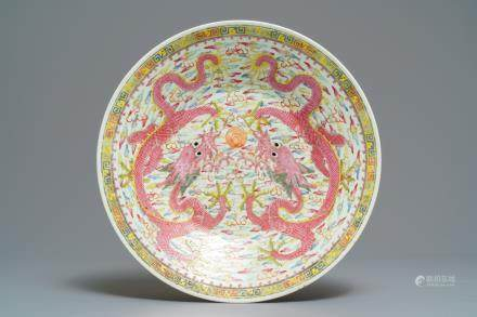 A Chinese famille rose 'dragon' charger, Qianlong mark, 19/20th C.