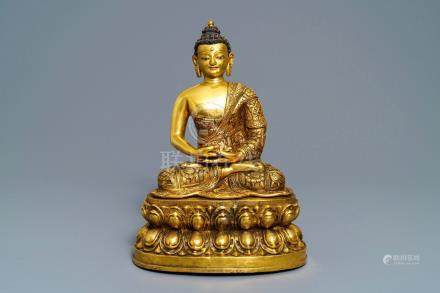 A large Chinese gilt bronze figure of Buddha Amitayus, 19/20th C.