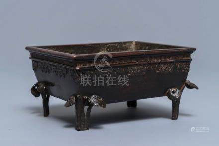 A rectangular Chinese bronze incense burner with lingzhi, 17/18th C.
