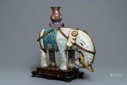 A large Chinese cloisonné model of an elephant, 19/20th C.