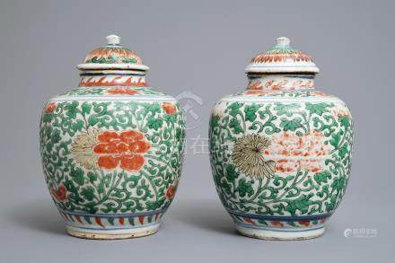 A pair of Chinese wucai jars and covers with floral design, Transitional period