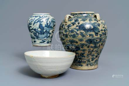 Two Chinese blue and white Swatow jars and a bowl, Ming
