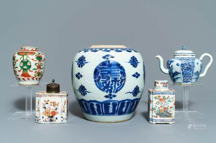 A varied collection of Chinese porcelain, 17/18th C.