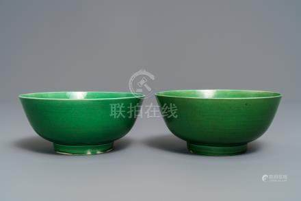 A pair of Chinese monochrome green bowls, Kangxi