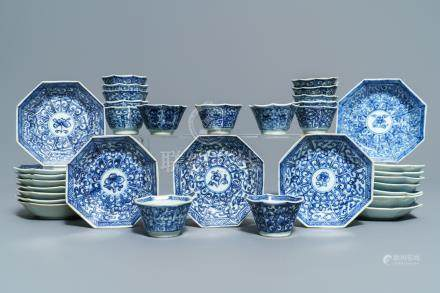 Fifteen Chinese blue and white cups and 19 saucers, Kangxi