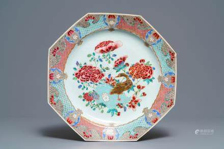 A large octagonal Chinese famille rose charger with a goose, Yongzheng/Qianlong