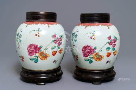 A pair of fine Chinese famille rose export jars with floral design, Qianlong