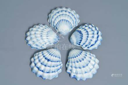 Five Chinese blue and white shell-shaped trays, Qianlong