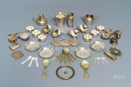 A varied collection of small silverware and mother of pearl, 19/20th C.