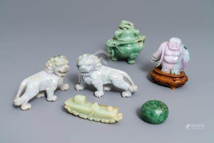 A varied collection of Chinese jade and jadeite carvings, 19/20th C.