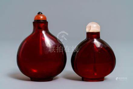 Two Chinese ruby red glass snuff bottles, 18/19th C.