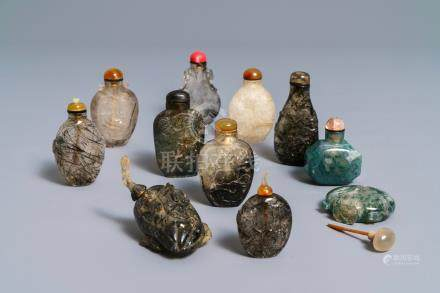 Eleven Chinese famille agate and quartz snuff bottles, 19/20th C.