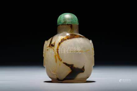 A Chinese agate snuff bottle, 18/19th C.