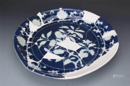 CHINESE PORCELAIN BLLUE GROUND WHITE FLOWER CHARGER