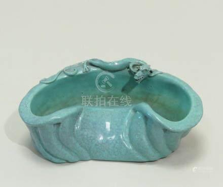 """Rince-pinceaux en porcelaine émaillée dite """"Robbin'S Egg blue"""", en forme de têt"""