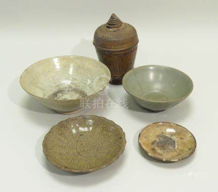 Bel ensemble de cinq pièces diverses en céramique de TANOA à engobes, comprenan