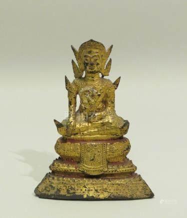 Petit sujet en bronze laqué or représentant Bouddha assis en méditation sur une