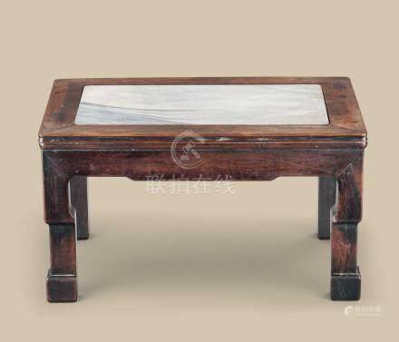 清代(1644-1911) 红木嵌大理石长方台