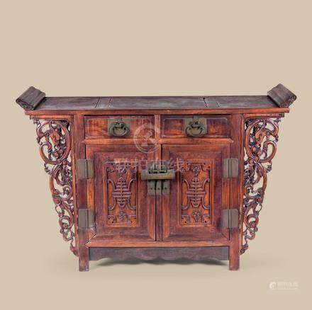 清代(1644-1911) 红木嵌瘿木寿字螭龙纹翘头二联橱