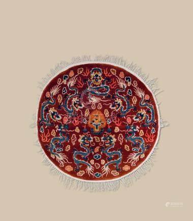 清代(1644-1911) 九龙纹圆毯