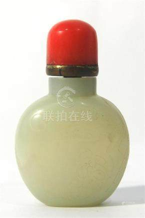 A Carved White Jade Snuff Bottle with Figure of Li Bai Resti