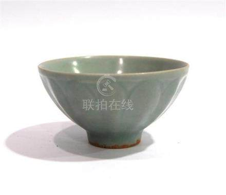 A Longquan Celadon Glaze Bowl, Incised with Lotus Petals on