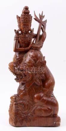 Indonesisch gestoken houten beeld van een vrouw met fabel fi