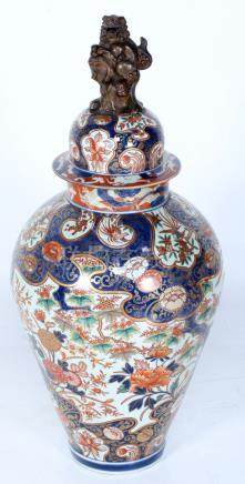 Antique Imari porcelain covered jar, decorated with flowers
