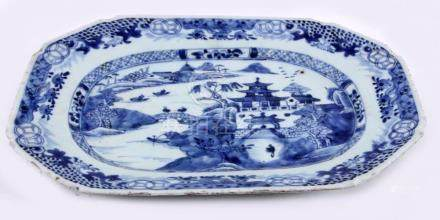 Blue / white Chinese porcelain asiette decorated with people