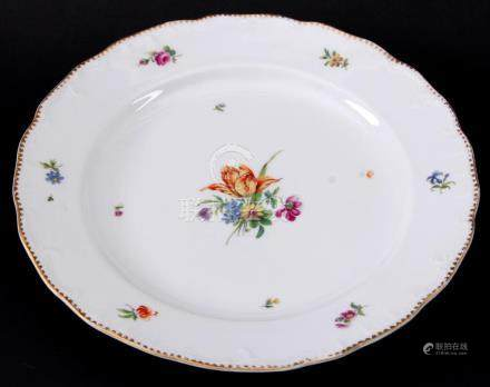 Loosdrecht porcelain plate with polychrome painting of flowe