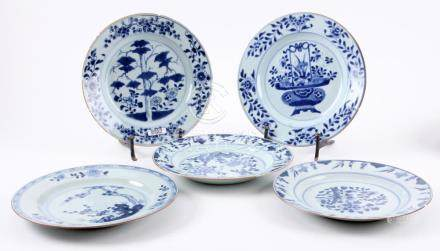 5 Blue / white Chinese porcelain plates with various represe