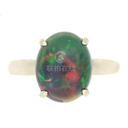 黑蛋白石戒指