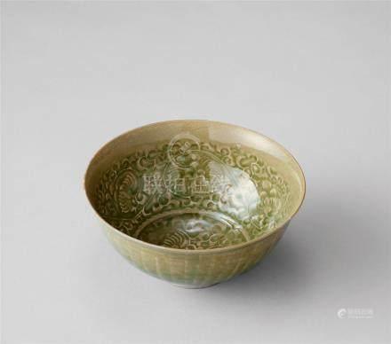 青瓷印花紋碗