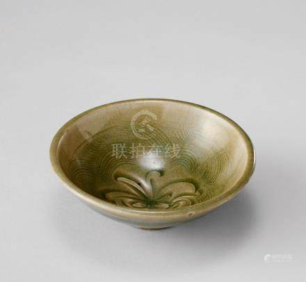 青瓷刻花紋碗