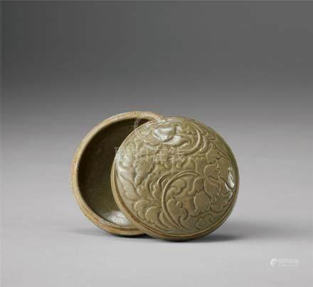 青瓷刻花紋粉盒
