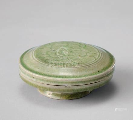 青瓷刻花紋圓盒