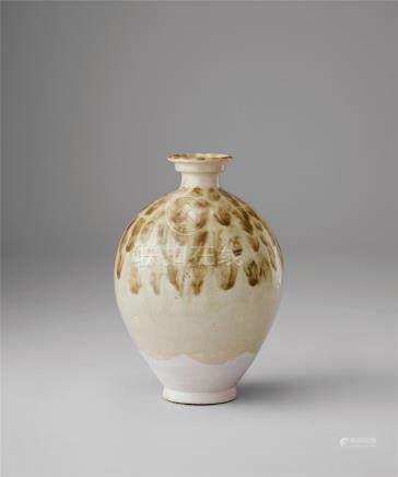 白瓷鐵斑紋瓶