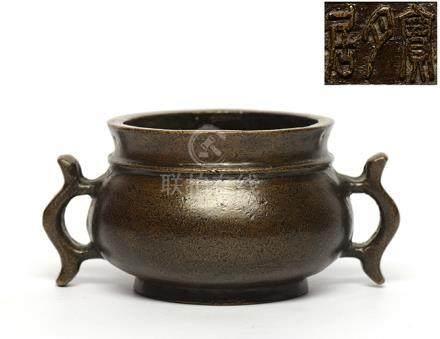 銅戟耳圈足爐 - '寶月居' 款