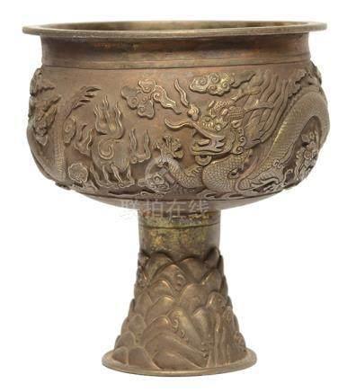 銀質龍紋高足供杯 - '大明宣德年製' 款