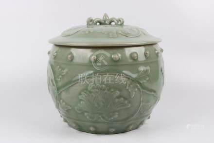 Chinese Longquan porcelain jar