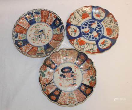 A Japanese Imari plate, 21.5 cm diameter, and ten others similar, some damage (11)