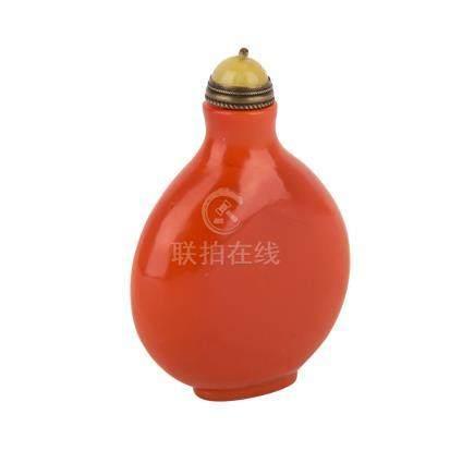 Snuffbottle. CHINA, Anfang 20. Jh..Aus rotem Pekingglas, H 7,5 cm. Snuffbottle, China, beginning