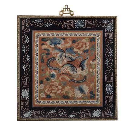 Seidenstickerei-Bild. CHINA, um 1900.gerahmt, 40,5x39 cm. Fancywork from silk, embroidered,