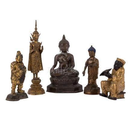 Konvolut: 5 Figuren aus Metall.: ASIEN, 20. Jh..1 Buddha TIBET, H 25 cm/1 Buddha THAILAND, H 38,5