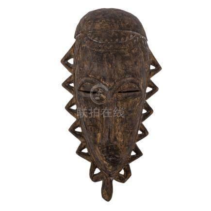 Gesichtsmaske aus Holz. AFRIKA, 20. Jh..H ca. 35 cm. African wooden mask, heigth: 35 cm.