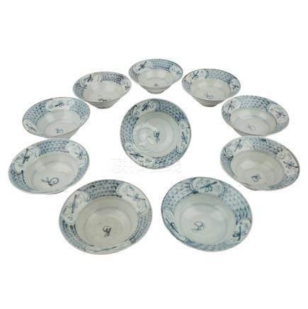 10 Rundschalen. TEK SING TREASURES/CHINA, vor 1822.Jeweils unterglasurblau bemalt: im Spiegel mit