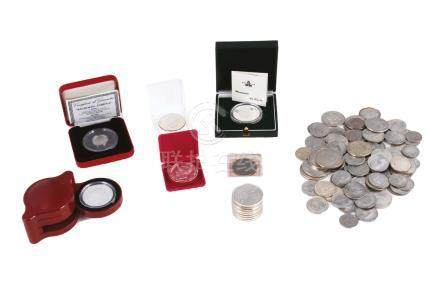 Lot de pièces et médailles comprenant:2 médailles de De Gaulle de la monnaie de