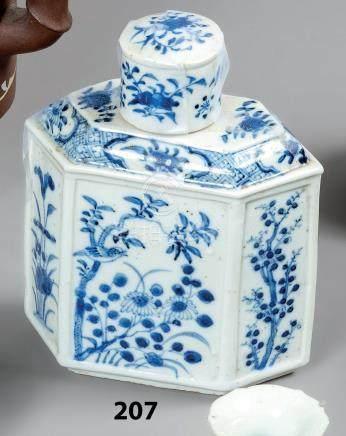 CHINE BOITE A THE couverte en porcelaine de forme hexagonale décorée en bleu so